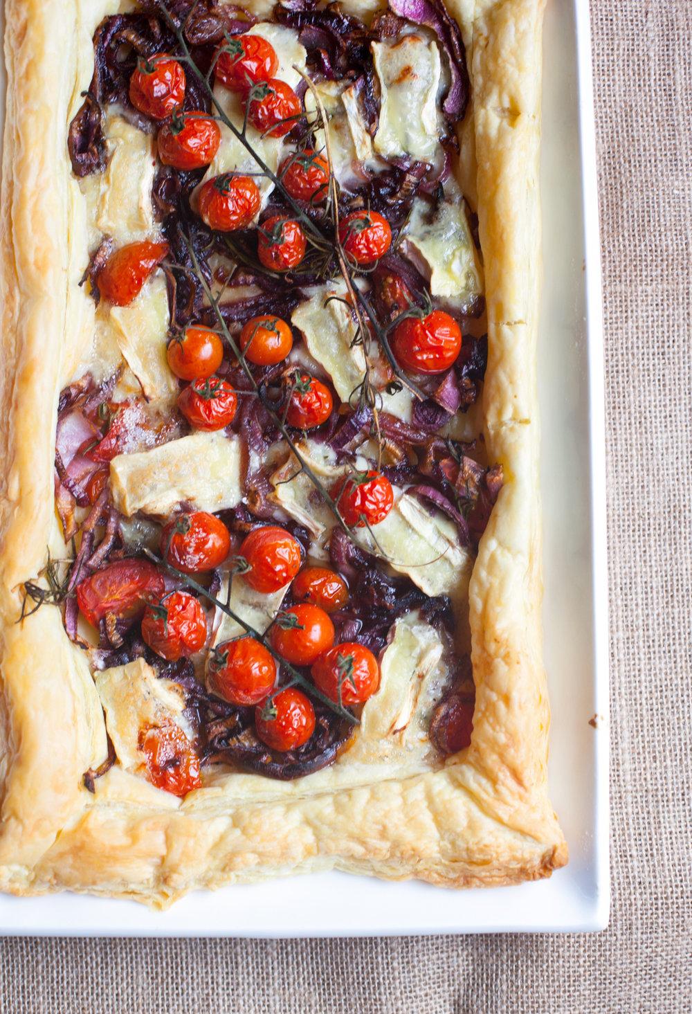 Caramelised-Onion-Brie-Cherry-Tomato-Tart-9604.jpg