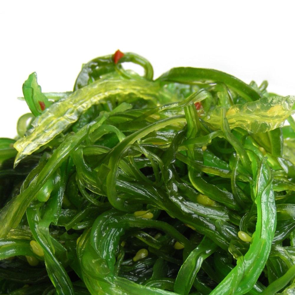 Zeewier<strong>Tekst<strong>Zeewier is rijk aan vitamine A, B, C, E en antioxidanten, zorgt voor volume en glans, stimuleert de hoofdhuid en de haarwortel.</strong>