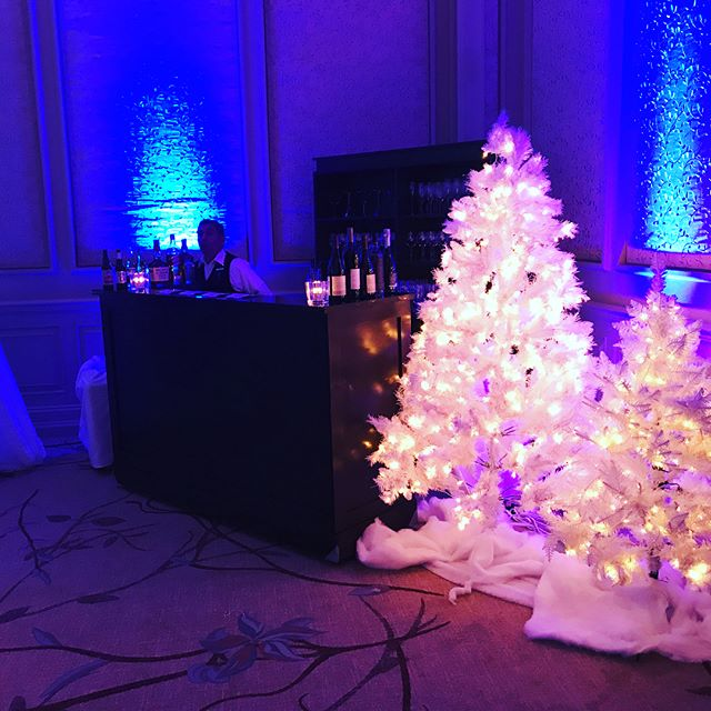 Fa la la making a winter wonderland @salamanderresort #holidaypartydecor #middleburg #uniqueevents #salamanderresort #holidaysoiree