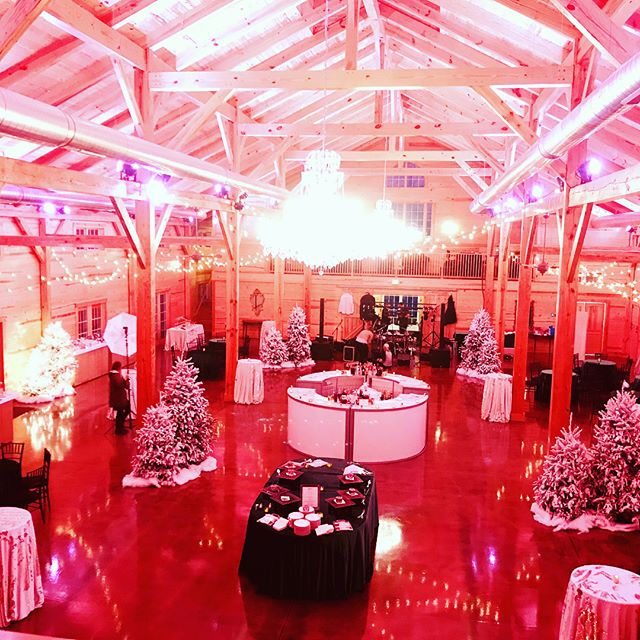 Whose dreaming of a pink Christmas? This was our first corporate event at @themiddleburgbarn and we love this venue with room for 400, built in lighting and right outside of the Town of Middleburg! #middleburg #corporateevents #horsecountry #loudouncounty #loveloudoun #coolbarns #themiddleburgbarn #pinkchristmas