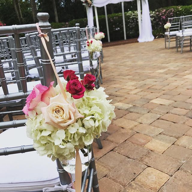 A beautiful wedding at Federation Gardens! #floridaweddings #winterpark #orlandoflorist