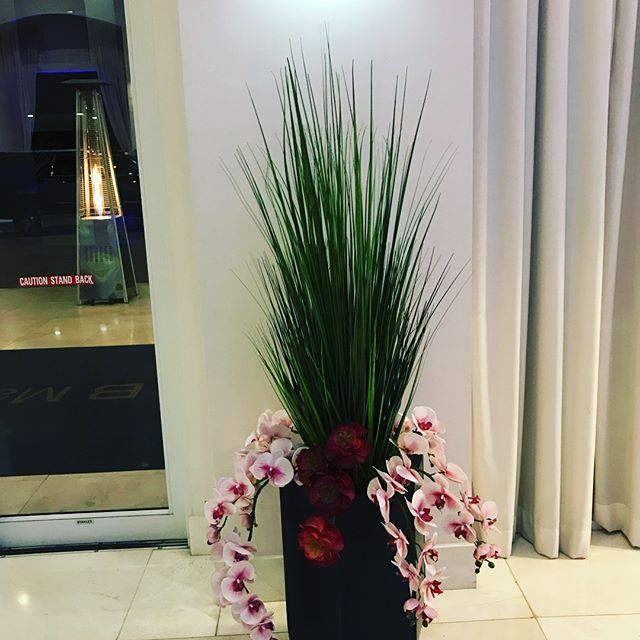 Lobby decor for the B Resort! #hoteldecor #hotelflorals #bresortandspa #orlandoflorist #atmospheresfloral