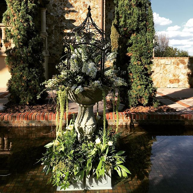 #greenerywedding #greenery #fountain #orlandoweddings #centralfloridawedding #bellacollina #showcase