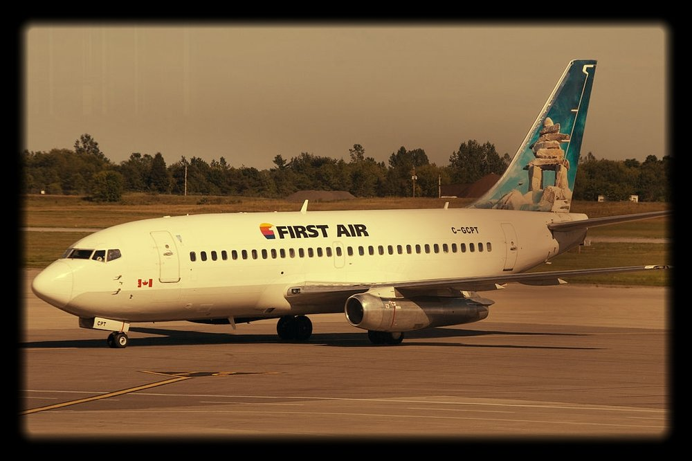1200px-First_Air_B737-200.jpg