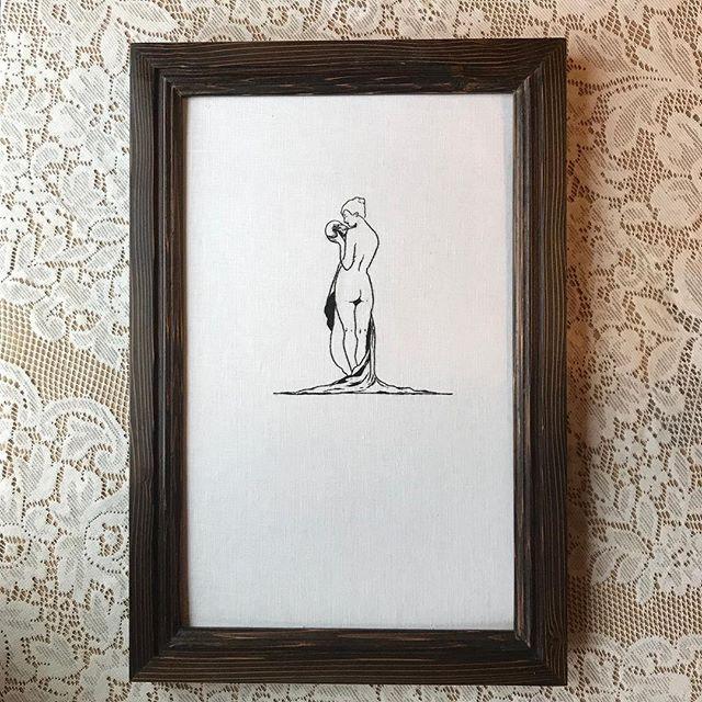 d a r k . s o l i l o q u y // hand embroidery on linen in handmade frame. 💀 2018 💀 ✧✦✧ #embroidery #embroideryart #fiberartist #embroideryartist #artistsoninstagram #handembroidered #fiberart #skulls #figuredrawing #skull