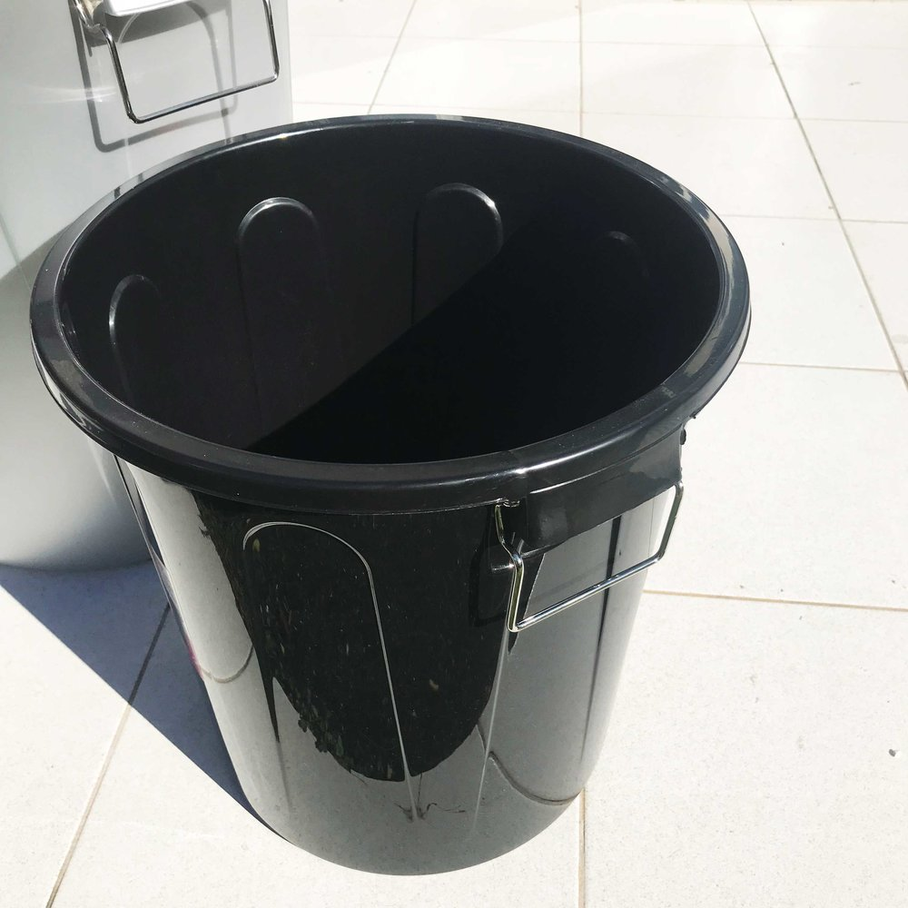 1x Smaller Bucket (has to fit in the bigger one)*