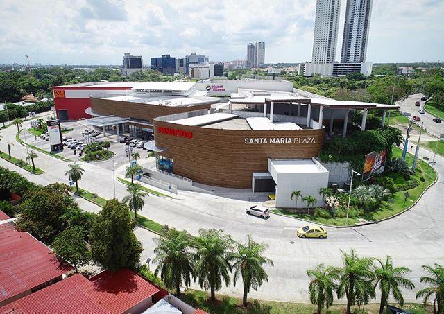 Encuentra todo lo que necesitas aquí: Más de 14,500 m2 de área comercial en la mejor ubicación, y con 600 estacionamientos techados y al aire libre! #SantaMariaPlaza
