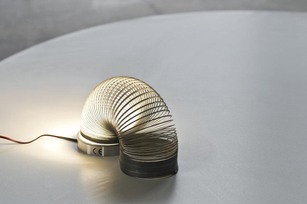 luis-pons-design-slinky-lamp_2.jpg
