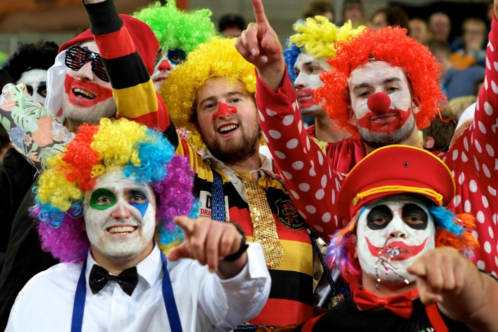 Clowns love rugby