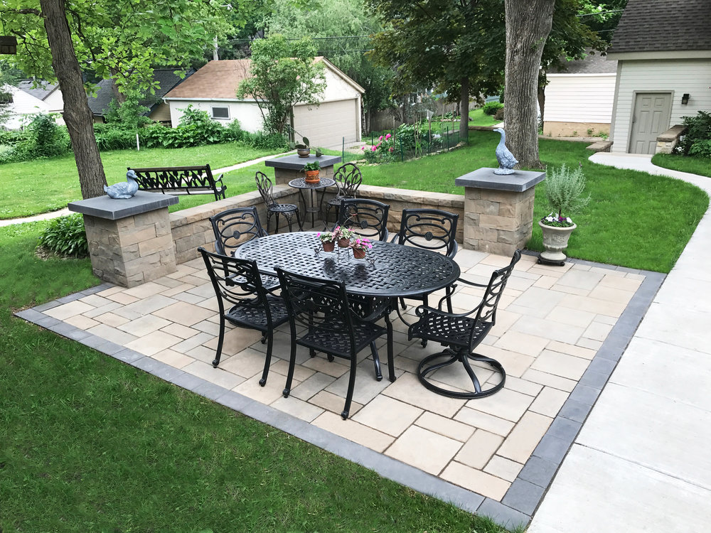 Medino Paver Patio & Brisa Seating Wall