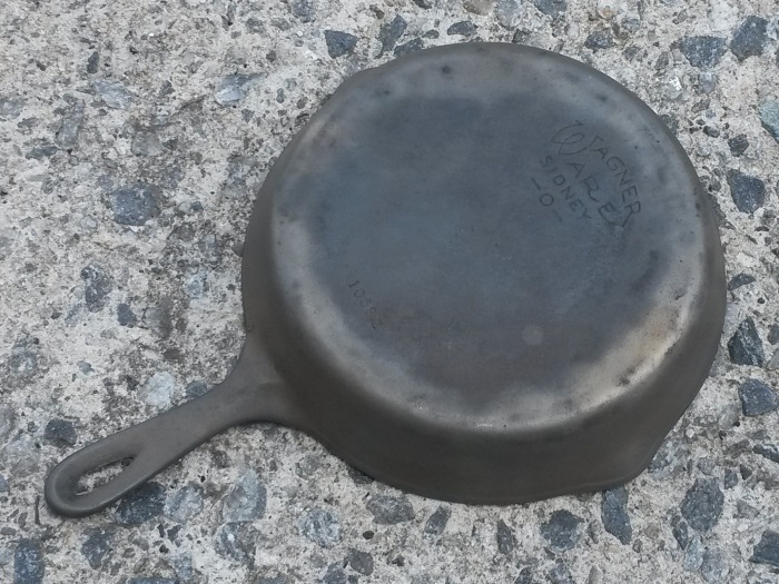 Cast-Iron-Pan-Cleaning-Final-Clean-Bottom.jpg
