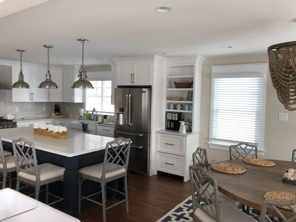 Modern kitchen with kitchen island and hanging pendent lights