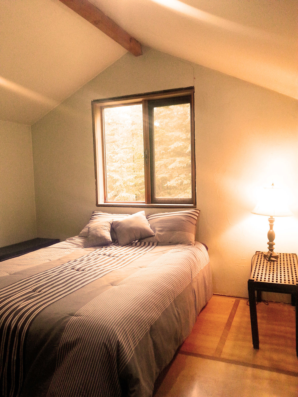 PACKAGE 1 - PRIVATE ROOM W/ SHARED BATH  Features: 3 Gourmet Meals per day, Shared Bath, Forest Views, King or Queen Size Bed                  PKG 1 $2199   CDN/ per person