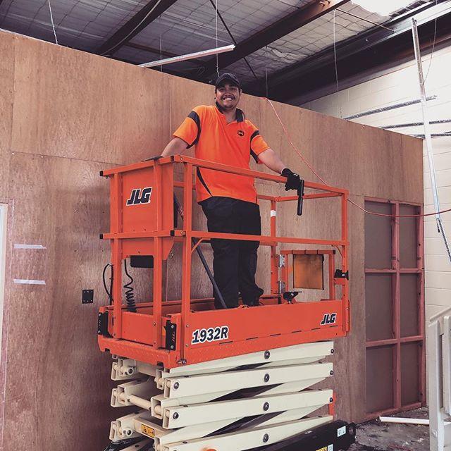 @terance.99 making waves in Auckland City! Keep up the awesome work TK! 🚧  #sitesafety #healthandsafety #demolition #teamorange #scissorlift #construction #tuesdaymotivation #hustle #hustlenewzealand #teamworkmakesthedreamwork