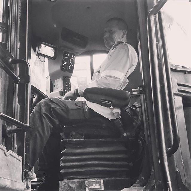 Alan keeping the latest demolition going through the night!  #loadingout #operator #demolition #hustle #hustlenewzealand #demolitionderby #teamorange #healthandsafety #sitesafety #blackandwhite