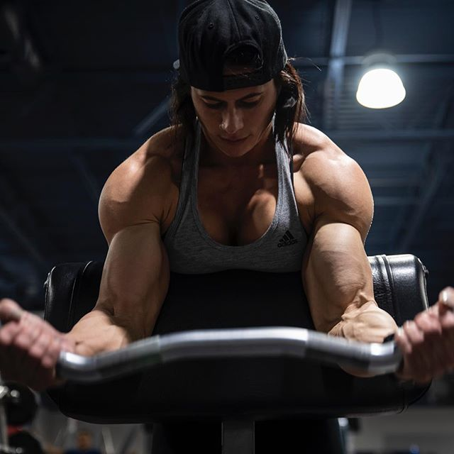 Move The Weights Not Your Mouth. - - - #fuckskinnygethuge #girlswholift #bodybuildingmotivation #biceps #gymmotivation #mosthated