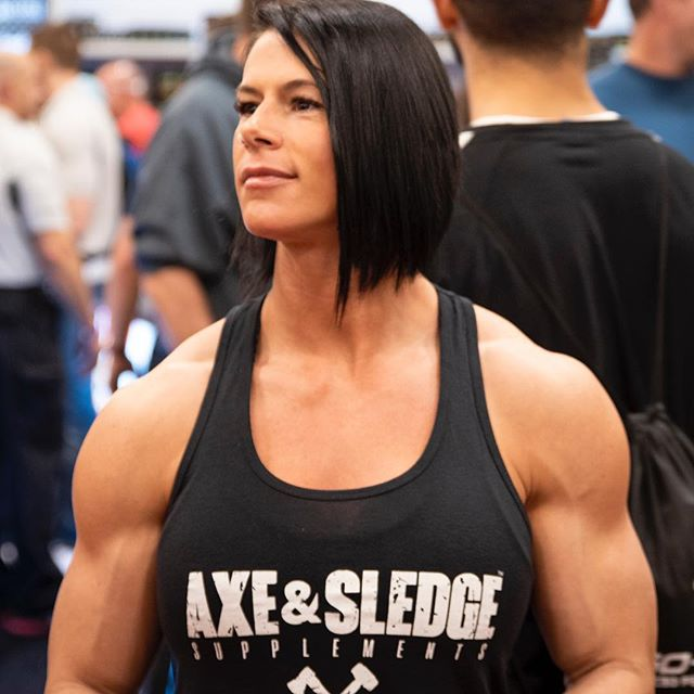 "Just over here wondering! If having good muscle definition is so ""manly""... Why does such a small percentage of the male population actually have it??? - - - - #girlswholift #fuckskinnygethuge #bodypositive #bodybuilding #girlsthatlift #asf2019 #deepthoughts #arnoldclassic2019"