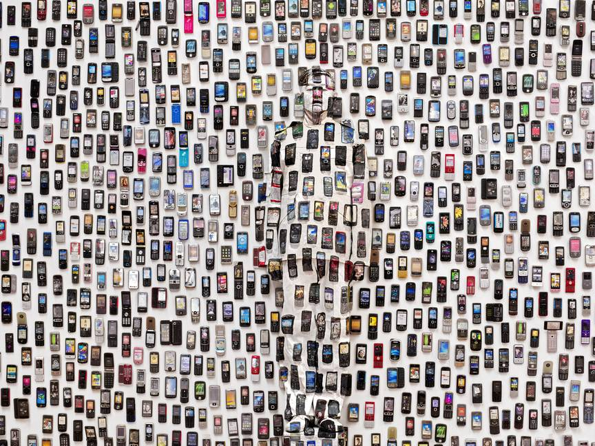 Mobile Phones, « Hiding in the City », 2012 © Liu Bolin / Courtoisie Galerie Paris-Beijing