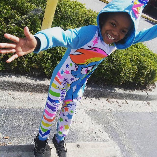 It's Friday. Be a #Unicorn and give someone a sparkly smile today like Ms. Lea. #okurrr ⠀⠀⠀⠀⠀⠀⠀⠀⠀ #theworkathomemomlife #girlmom #girlmommy #girlmama #girlmum #momof1girl #ourprincess #thelastunicorn #unicorngirl #hersmilepriceless #kidsofig #igkids #igkidsphoto #blackgirlmagic💫 #feelgoodfriday #timefortheweekend #mylittleponyfriendshipismagic  #fridayvibes