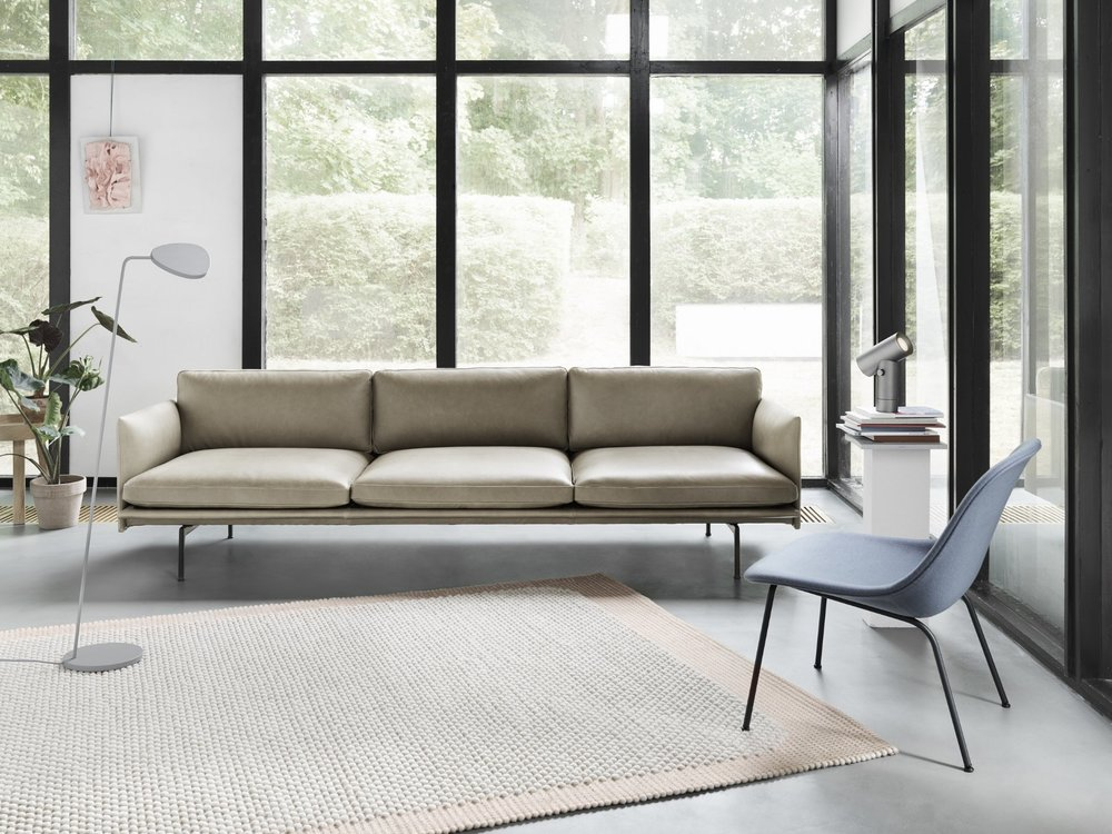 Outline-35-stone-silk-fiber-lounge-divina-154-pebble-leaf-beam-muuto-org.jpg