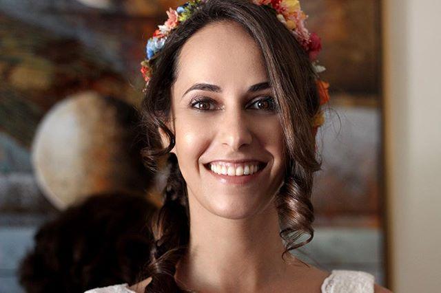 Su luz inunda la habitación. #maquillajedenovia #noviasmadrid #novias2018 #bridalmakeup #noviaslauraoceania #peinadodenovia #coronasdeflores #lauraoceania