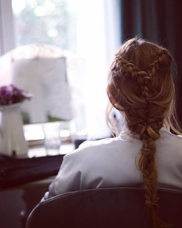 T A R D E S de T R E N Z A S #noviaslauraoceania #lauraoceania #peinadodenovia #braids #bridalhair #madrid #noviasmadrid #novias2018 #estudiolauraoceania