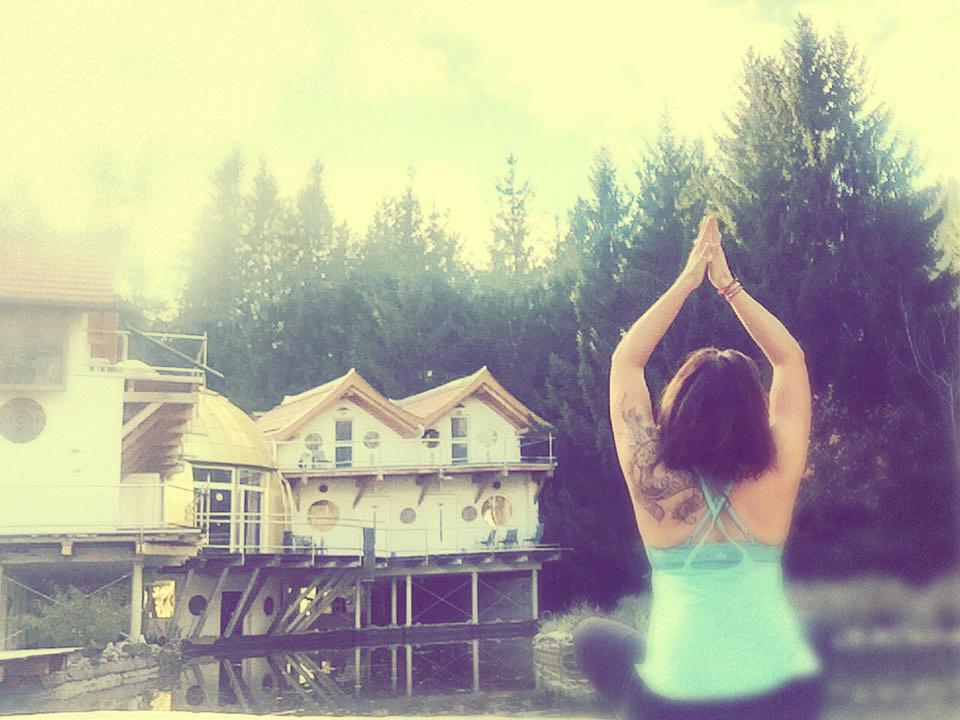 200h Shakti Yoga Teacher TrainingKlagenfurt /Juni - Dezember 2019German - Dieses 200h Yoga Teacher Training führt dich in die Tiefe. Es ist nicht nur eine Ausbildung zu Asana, Flow Sequencing, Atemtechniken und Meditation, sondern auch eine Reise zu dir selbst. Wir wollen dir zeigen, wie du als Yogalehrerin deine Authentizität findest. Wie du die Essenz dessen findest, was du in deinen Stunden an deine Schüler weitergeben möchtest. Denn Yogalehrerin zu sein, bedeutet nicht nur eine Lehrerin des Yoga zu sein, sondern eine bewusste und achtsame Verantwortung für die körperliche, spirituelle und seelische Entwicklung deiner Mitmenschen zu übernehmen. Mit uns tauchst du nicht nur in die Essenz des Yoga für Körper, Geist und Seele ein, sondern begibst dich auf eine spannende Entdeckungsreise hin zu mehr Selbst, mehr Du, mehr Licht und mehr Schatten.Mehr erfahren