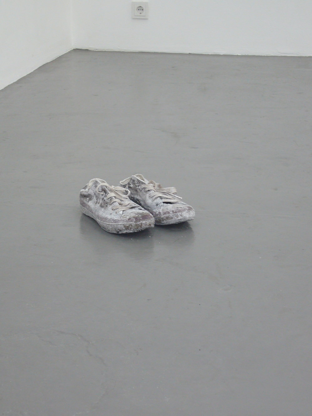 "Julien Bismuth: ""Monologues for Minerals, 1.1 (Salt Flat/Radio Stück)"", 2007, Exhibition views Galerie Parisa Kind, Frankfurt am Main"