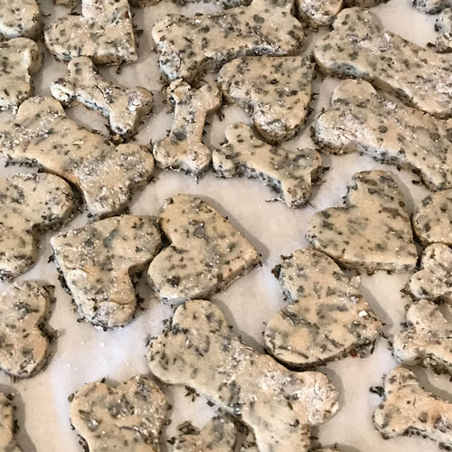 puppermints - oat flour, brown rice flour, dried mint, fresh peppermint, organic egg, & waterPeppermint helps ease digestion and upset stomachs while freshening breath.