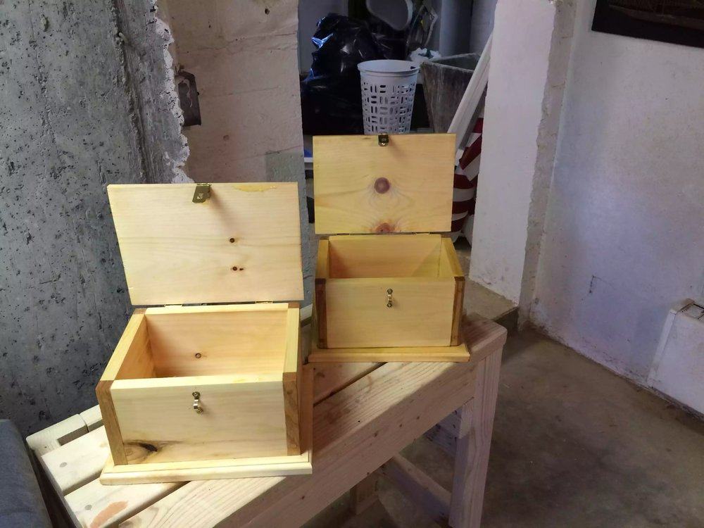 My sons keepsake boxes completed, Love the oak accents on the corners
