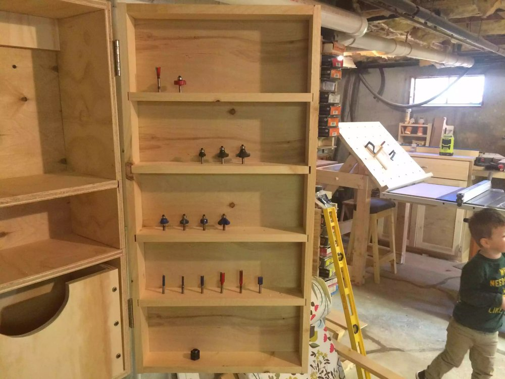 1/4'  it storage on the door