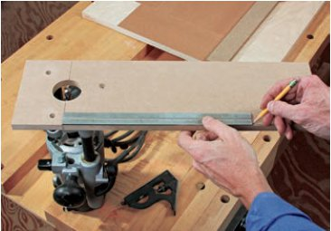 Attaching the trammel to the router (stock photo)
