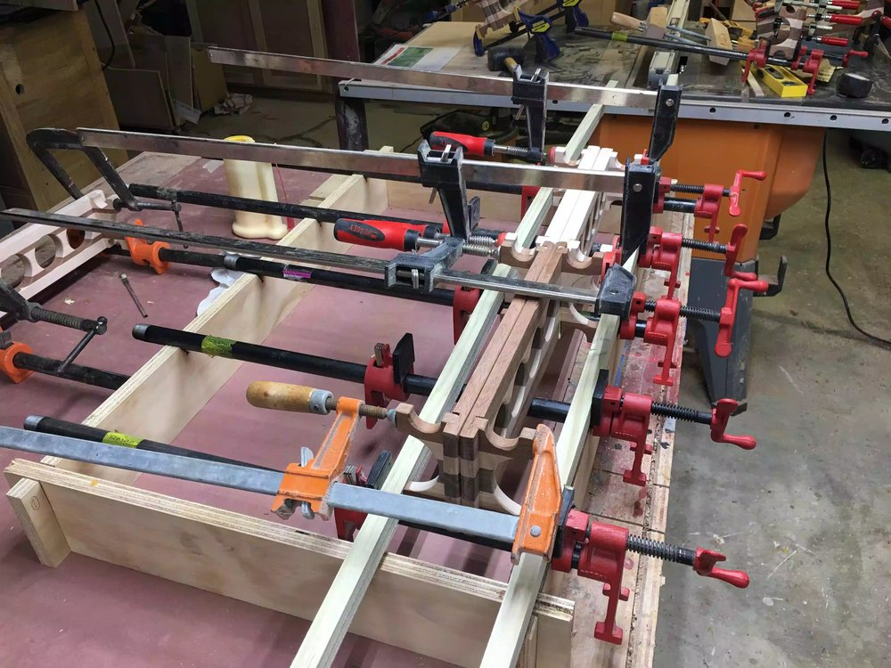 Here you can see the pipe clamp jig with the braces stretching across all the flights, this way I could save on clamps and 2 separate clamps across both feet instead of using individual clamps for each foot.