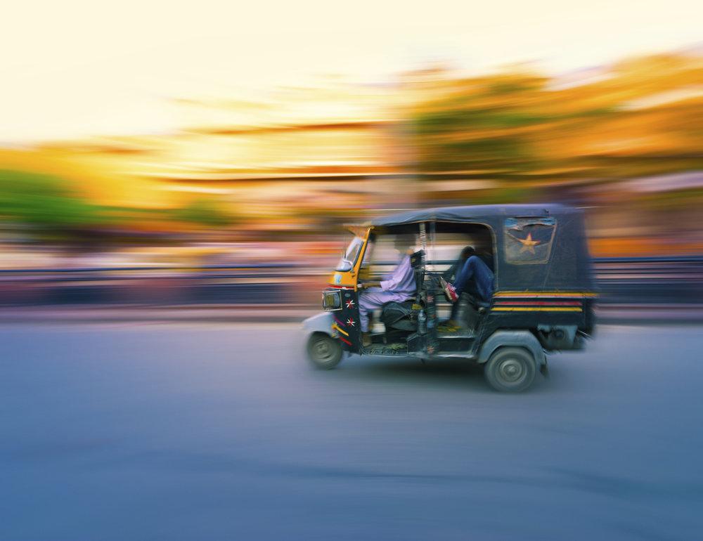 Tuk-Tuk-Taxi-India-000066021951_XXXLarge.jpg