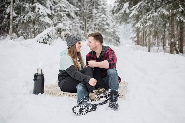 This image just makes me want to go on a snowshoeing adventure and have a little picnic with steaming hot chocolate 😍 . . . #breeorserphotography #engaged #engagementphotographer #princegeorgeweddingphotographer #winterwonderland #lovers #shesaidyes #somuchsnow #nikon #d750 #weddingseason2019 #winterpicnic #tribebop #bopbrides #bopgrooms #adventuresinpg #hellyapg #beautifulbc
