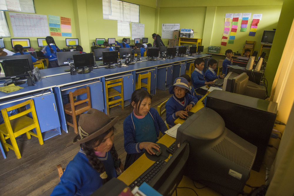 Pupils from Cusibamba's primary school take part in our ICT Academy.