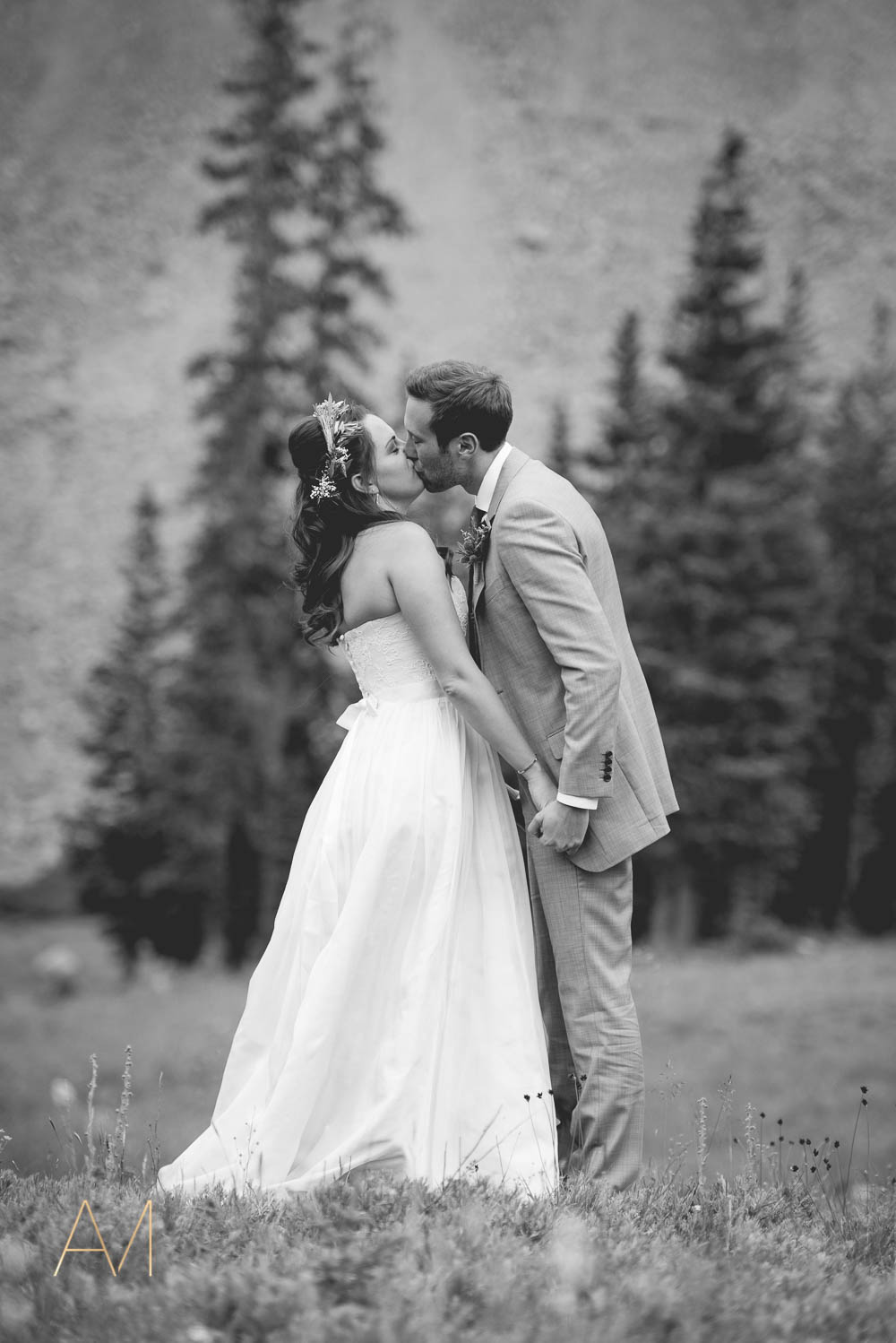 AshleighMillerWeddings-MadeleineAaron-Wedding-ArapahoeBasin-Colorado-1785.jpg