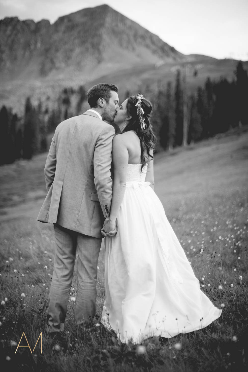 AshleighMillerWeddings-MadeleineAaron-Wedding-ArapahoeBasin-Colorado-4949.jpg