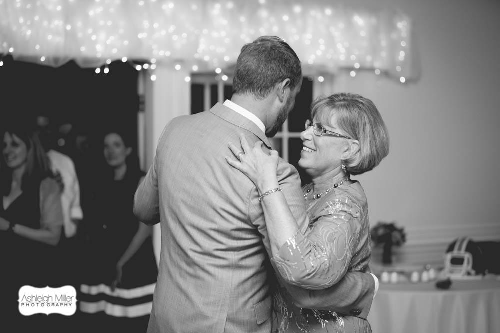 AMW-Wedding-EmilyRyan-WillowRidgeManor-5210-blog-BW.jpg