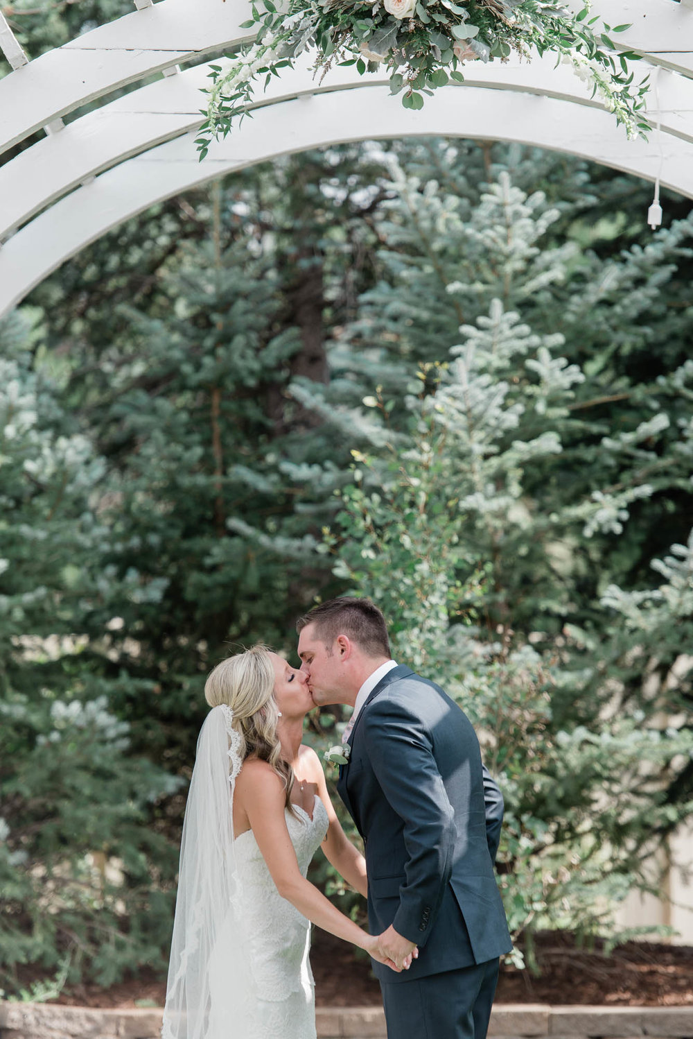 Colorado Outdoor Wedding Ceremony Photography at Wedgewood