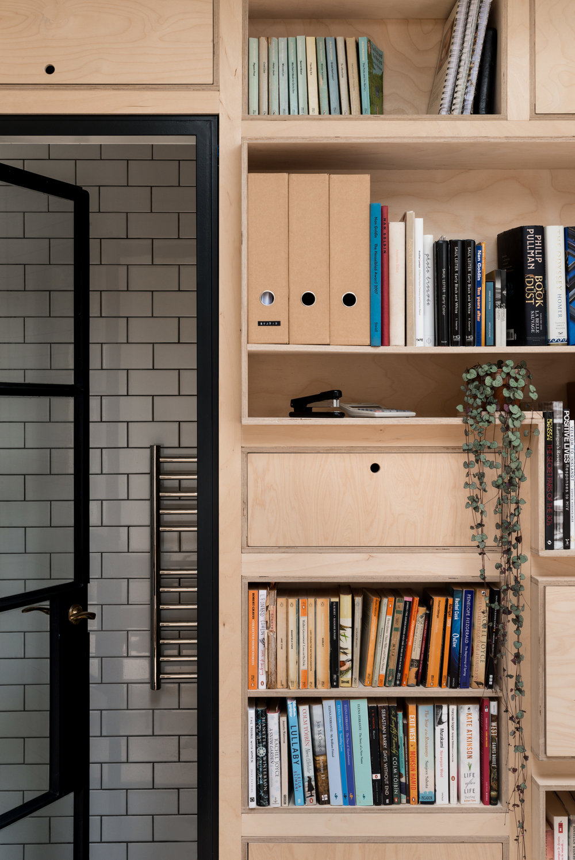 Greenwich Garden Studio Bookshelves - MW Architects