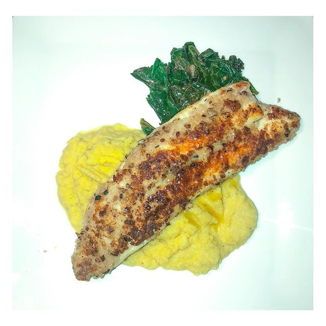 Monday feels like Pecan crusted trout with maple lemon sauce,  yellow roasted cauliflower mash and sautéed garlic spinach • #blogger #latinablogger #traveler #worldwanderer #travelbossbabe #thatsdarling #thevisualshare #darling #roamtheplanet #pursuepretty #magical #justgoshoot #dreamy #food #foodblogger #myeverydaymagic #magical #darlingdaily #travel #healthylifestyle #culture #cultura #instafood #instatravel #thehappynow #happy #veggies #vegetarian #pescetarian #love