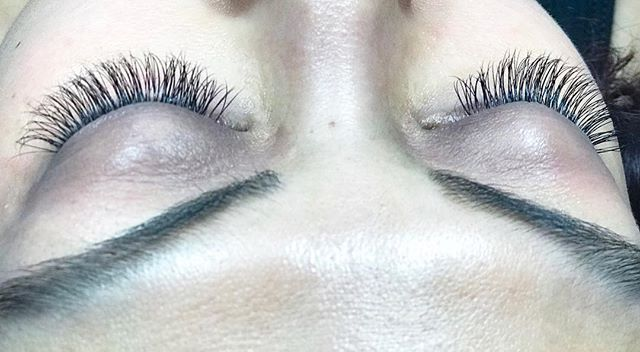 Look at these lashes 👀 . . . . . . #esthetician #salonlife #haircut #styledbydara #stylist #seattle #tacoma #hairstylist #lashartist #lashextensions #lashes #tacomalashextensions #seattlelashextensions