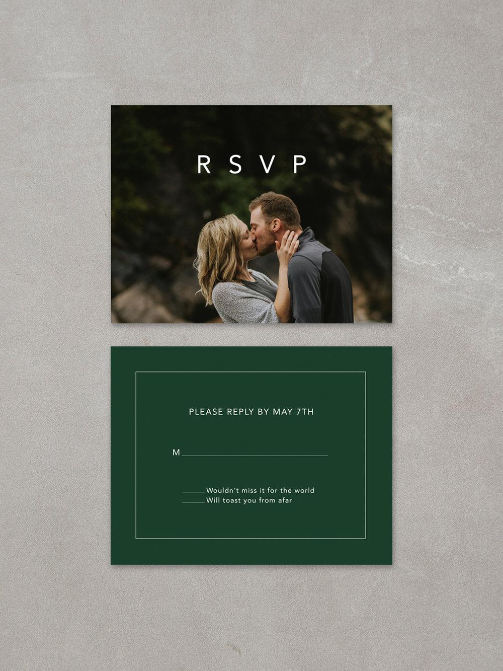 Forelsket // RSVP Card in forest ink background