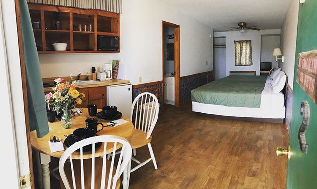 Hey everyone! Just wanted to share a picture of the updated Room #2. Rooms 1-4 will look like this this season!  New flooring ✅  Queen beds ✅  Updated bathroom-new vanity ✅. #tanglewoodlodge #nwarkansas #beaverlakearkansas #ozarks