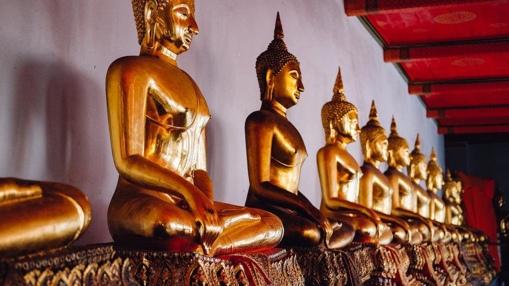 Golden buddhas in Wat Pho
