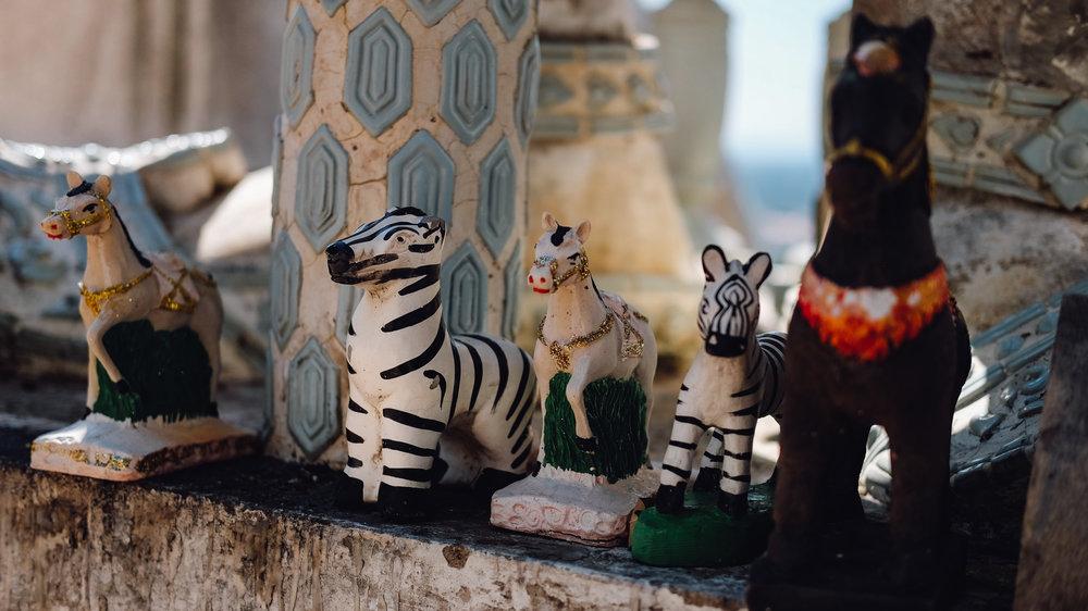 Little figurines at Phra Maha Mondop Phutthabat in Pattaya