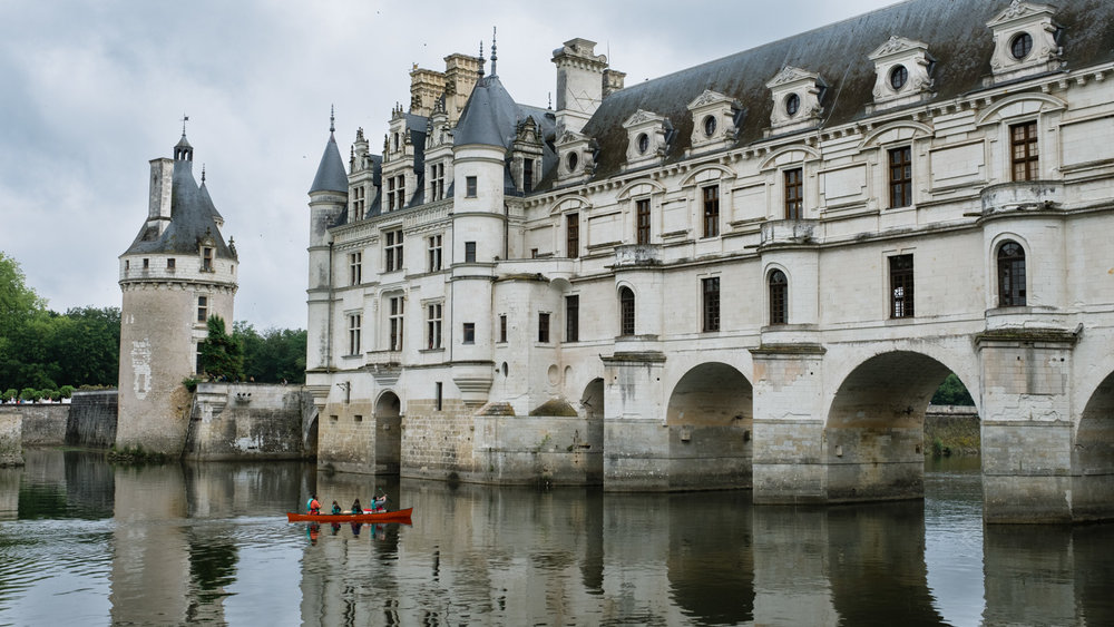 A family in a canoe at Chenonceau