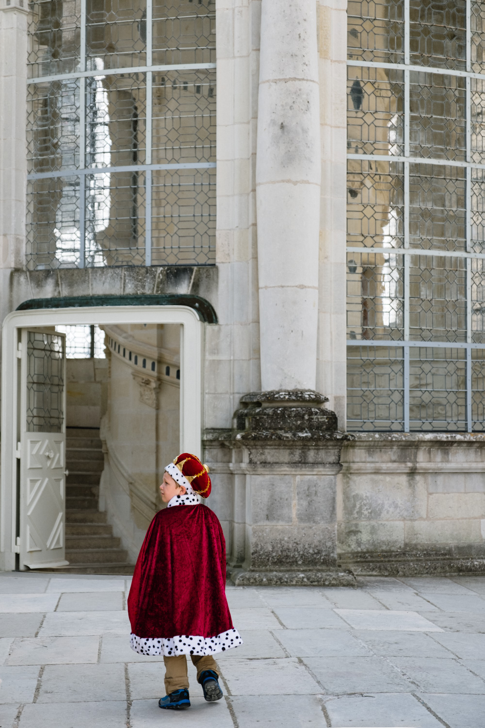 A little boy dressed like a King in Chambord