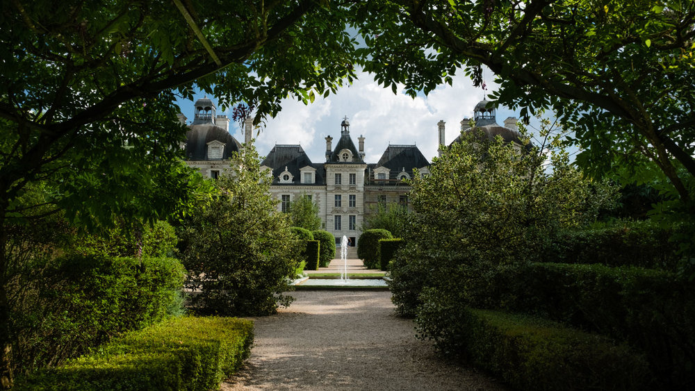 """The fountain and gardens of Cheverny - Travel photography and guide by © Natasha Lequepeys for """"And Then I Met Yoko"""". #loirevalley #france #travelguide #travelphotography #valdeloire"""